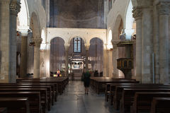 Inneres St. Nicholas Basilica bari Apulien Stockbilder