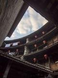 Inneres traditionelles Hakka Tulou-Gebäude Fujian, China Stockbilder