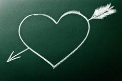Inneres und Pfeil als Konzept der Liebe am ersten Anblick Lizenzfreies Stockbild