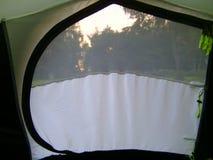 Inneres Zelt, das heraus schaut Stockbilder