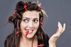Innerhaarnadeln in einer verrückten Frisur Lizenzfreies Stockfoto