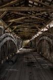 Innerhalb der abgedeckten Brücke Lizenzfreies Stockfoto