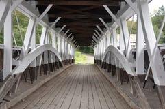 Innerhalb der alten abgedeckten Brücke Stockfotos