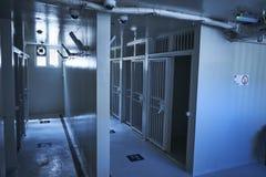Innerhalb der Gefängniszellen in einem Staatsgefängnis lizenzfreie stockfotos