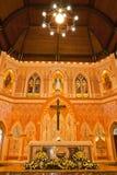 Innerhalb der gotischen Artkirche östlich Thailands stockbild