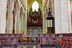 Innerhalb der großen Kathedrale in Coustances Lizenzfreie Stockfotografie