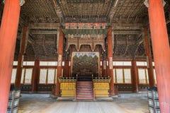 Innerhalb der Haupthalle von Deoksugungs-Palast in Seoul Lizenzfreie Stockbilder