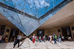 Innerhalb der Pyramide des Luftschlitz-Museums stockfoto