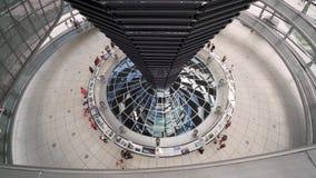 Innerhalb der Reichstag-Haube   Deutschland stock footage
