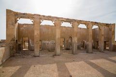 Innerhalb der verlassenen Moschee Al Jumail, Katar Die Wüste an der Küste des Persischen Golfs stockfoto