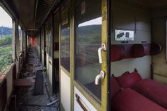 Innerhalb der verlassenen Züge Stockfotos