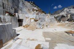 Innerhalb des Carrara-Marmorsteinbruchs Toskana, Italien Lizenzfreie Stockbilder