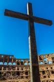 Innerhalb des Coloseum - Kreuz Lizenzfreie Stockfotografie
