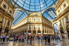 Innerhalb des Galleria Vittorio Emanuele II in Mailand Stockfotos