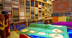 Innerhalb des Innenraums eines Teppich-Speichers stockbild