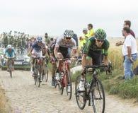 Innerhalb des Peloton auf einer Kopfstein-Straße - Tour de France 2015 Lizenzfreie Stockfotografie