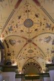 Innerhalb des Raumes wird im Stil des 19. Jahrhunderts verziert Stockbild