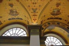 Innerhalb des Raumes wird im Stil des 19. Jahrhunderts verziert Lizenzfreie Stockfotos