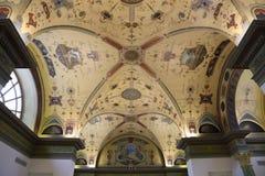 Innerhalb des Raumes wird im Stil des 19. Jahrhunderts verziert Lizenzfreies Stockfoto