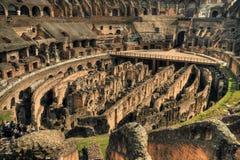 Innerhalb des Roms Colosseum Stockfotos
