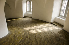 Innerhalb des runden Turms von Kopenhagen stockfotografie