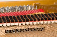 Innerhalb des Stutzflügel-Klaviers Stockfoto