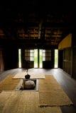 Innerhalb des thatched Bauernhauses. Lizenzfreies Stockbild