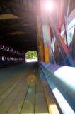 Innerhalb einer abgedeckten Brücke Stockfoto