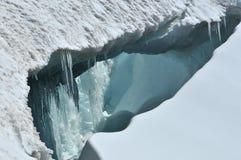 Innerhalb einer Gletscherspalte lizenzfreie stockfotografie