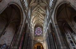 Innerhalb einer Kirche Stockfotos