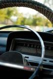 Innerhalb eines alten sowjetischen Autos stockbild