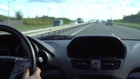 Innerhalb eines Autos EIN GPS-Modul ist aus stock footage