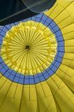 Innerhalb eines Heißluft-Ballons, der oben in Napa Kalifornien schaut Stockbilder