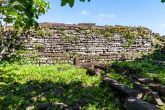 Innerhalb Nan Madol-Wände Maurerarbeitsteinmetzarbeit von großen Basaltplatten Pohnpei, Mikronesien, Ozeanien lizenzfreies stockbild