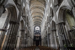 Innerhalb Notre-Dames in Rouen Lizenzfreies Stockfoto