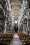 Innerhalb Notre-Dames in Rouen Stockbilder
