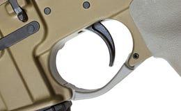 Innesco AR-15 isolato su bianco fotografia stock libera da diritti