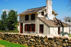 Innis House und Steinwand Lizenzfreies Stockfoto