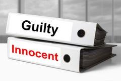 Innocent coupable de reliures de bureau image libre de droits