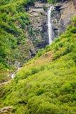 Innorwegian berg för vattenfall Royaltyfria Foton