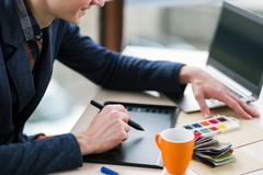 Innovation créative de conception de comprimé graphique de coloriste Image stock