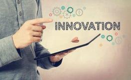 Innovation mit Gängen über einem Tablet-Computer Lizenzfreies Stockbild