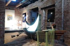 Innovation Samtida konstutställning på Ruin museet i Moskva arkivbild
