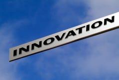 innovation som pekar till Arkivbilder