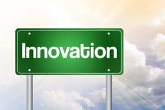 Innovations-grünes Verkehrsschild Stockfotos