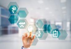 Innovative Technologien für die Wissenschaft und Medizin gebräuchlich durch Ärztin oder Wissenschaftler Stockbilder
