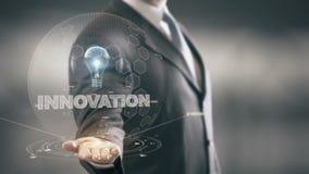Innovazione con il concetto dell'uomo d'affari dell'ologramma della lampadina illustrazione di stock