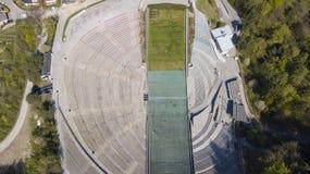 Innsbruck, Austria, il 21 aprile 2018 Lo stadio della torre della collina di salto con i sci e della pista Fotografie Stock