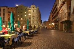 Innsbruck bij nacht, Oostenrijk stock afbeeldingen