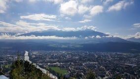 Innsbruck, Tirolo/Austria - 21 settembre 2017: Vista su Innsbruck dalla stazione Hungerburg della montagna Immagini Stock Libere da Diritti